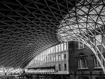 LONDON/UK - 24 FEBRUARI: Koningen Dwarspost in Londen op Febru Royalty-vrije Stock Foto's