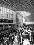 LONDON/UK - 24 FEBRUARI: Koningen Dwarspost in Londen op Febru Royalty-vrije Stock Fotografie