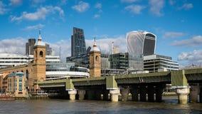 LONDON/UK - 24 FEBRUARI: Mening van de Historische Horizon van Londen binnen Royalty-vrije Stock Foto's