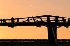 LONDON/UK - FEBRUARI 18: Milleniumbron i London på Februari Arkivbild