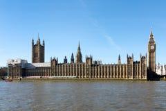 LONDON/UK - FEBRUARI 18: Sikt av Big Ben och husen av Parl Arkivbild