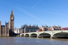 LONDON/UK - FEBRUARI 18: Sikt av Big Ben och husen av Parl Royaltyfria Foton