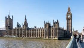 LONDON/UK - FEBRUARI 18: Sikt av Big Ben och husen av Parl Arkivfoto