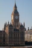 LONDON/UK - FEBRUARI 13: Sikt av Big Ben på en Sunny Day i Lond Arkivbild