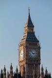 LONDON/UK - FEBRUARI 13: Sikt av Big Ben på en Sunny Day i Lond Fotografering för Bildbyråer