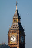 LONDON/UK - FEBRUARI 13: Sikt av Big Ben på en Sunny Day i Lond Arkivfoton