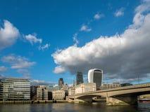 LONDON/UK - FEBRUARI 24: Sikt av den moderna London horisonten i L Royaltyfria Bilder