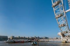 LONDON/UK - FEBRUARI 13: Sikt av det London ögat i London på Fe Arkivfoton