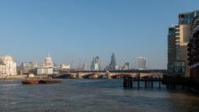 LONDON/UK - FEBRUARI 13: Sikt av horisonten i London på Febru Arkivbild