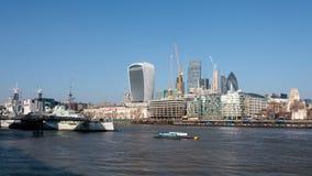 LONDON/UK - FEBRUARI 13: Sikt av horisonten i London på Febru Royaltyfri Fotografi