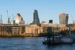LONDON/UK - FEBRUARI 18: Sikt av moderna byggnader i stadsnollan Royaltyfria Foton