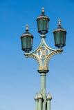 LONDON/UK - FEBRUARI 18: Sikt av utsmyckade lampor på Westminster Br Royaltyfri Fotografi