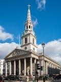 LONDON/UK - 24 FEBRUARI: St Martin-in-de-Gebieden Kerk in Traf Stock Foto