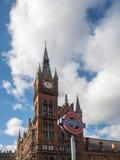 LONDON/UK - FEBRUARI 24: St Pancras internationellt stationstorn Arkivbilder
