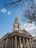 LONDON/UK - FEBRUARI 24: St-Svala-i--fält kyrka i Traf Royaltyfria Bilder