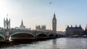 LONDON/UK - FEBRUARY 13 : Westminster Bridge and Big Ben in Lond Royalty Free Stock Photos