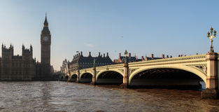 LONDON/UK - FEBRUARY 13 : Westminster Bridge and Big Ben in Lond Royalty Free Stock Photography