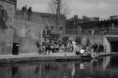14/04/2018 London UK Flodsikt med Londoners utanför Arkivbilder