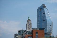 London UK horisont som visar det iconic Oxo tornet och nya en den Blackfriars builingen, också som är bekant som ` vas`en, royaltyfri foto