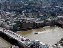 LONDON/UK - 15 JUIN : Vue de pont et de bâtiments de Londres sur Image stock