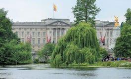 London UK-Juli 06, sikt av Buckingham Palace, Juli 06 2015 i London Arkivfoton