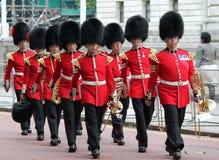 London UK-Juli 06, soldat av den kungliga vakten, Juli 06 2015 i London Arkivfoton