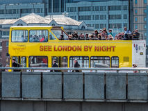 LONDON, UK - JUNE 14 : Tourist bus on London Bridge in London on Stock Photos
