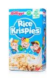 LONDON UK - JUNI 01, 2018: Ask av för Krispies för ris för Kellogg ` s sädesslag frukost på vit Arkivbilder