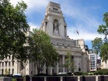 LONDON/UK - 15. JUNI: Ehemaliger Hafen von London-Berechtigung 1 errichtend Stockbild