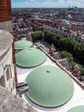 LONDON UK - JUNI 14: En sikt från den Westminster domkyrkan i Londo Arkivfoto