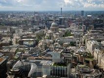 LONDON/UK - JUNI 15: Horisontsikt av London in mot Sts Paul C Arkivbild