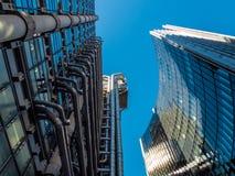 LONDON UK - JUNI 14: Lloyds av London byggnad på en solig dag Royaltyfria Bilder