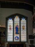 LONDON/UK - JUNI 15: Målat glassfönster i kyrka för St Olaves Royaltyfri Bild