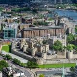 LONDON/UK - JUNI 15: Sikt av tornet av London i London på J Arkivfoto