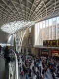 LONDON/UK - LUTY 24: Królewiątko krzyża stacja w Londyn na Febru Zdjęcie Royalty Free