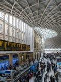 LONDON/UK - LUTY 24: Królewiątko krzyża stacja w Londyn na Febru Fotografia Stock