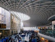 LONDON/UK - LUTY 24: Królewiątko krzyża stacja w Londyn na Febru Obrazy Stock