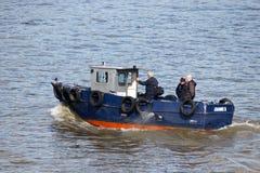 LONDON/UK - 21. MÄRZ: Die tragenden Passagiere Joannie B entlang t Lizenzfreies Stockfoto