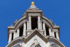LONDON/UK - 21 MAART: Sluit omhoog Mening van St Pauls Cathedral in Lo royalty-vrije stock foto's