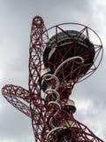 LONDON/UK - 13 MAI : La sculpture en orbite d'ArcelorMittal au Qu Photographie stock libre de droits