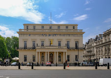 London UK - Maj 11, 2017, Athenaeumklubba, bårgalleria, västra slut, Arkivfoto