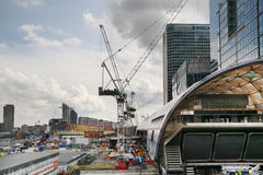 LONDON UK - MAJ 12, 2014: Canary Wharf DLR hamnkvarterstation i London Royaltyfri Foto