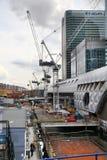 LONDON UK - MAJ 12, 2014: Canary Wharf DLR hamnkvarterstation i London Royaltyfri Bild