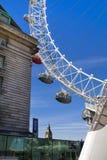 LONDON UK - MAJ 14, 2014 - det London ögat är en öppnad jätte- pariserhjul Royaltyfri Fotografi
