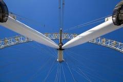 LONDON UK - MAJ 14, 2014 - det London ögat är en öppnad jätte- pariserhjul Fotografering för Bildbyråer