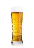 LONDON UK - MAJ 29, 2017: Kallt exponeringsglas av Carlsberg öl på vit Danskt brygga företag som grundas i 1847 Arkivfoton