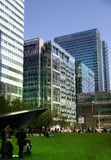 LONDON UK - MAJ 14, 2014: Modern arkitektur för kontorsbyggnader av den Canary Wharf arian den ledande mitten av global finans Arkivbild