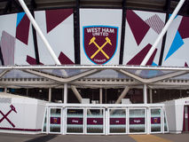 LONDON/UK - MAJ 13: West Ham FC ny stadion i drottningen Elizabeth Royaltyfria Bilder