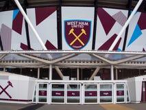 LONDON/UK - MAJ 13: West Ham FC ny stadion i drottningen Elizabeth royaltyfria bilder