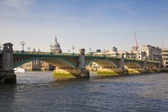 LONDON, UK - MARCH 29, 2014  South bank walk of the river Thames Royalty Free Stock Photos